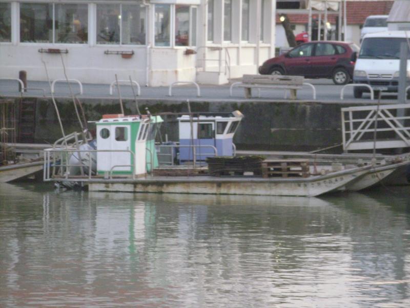 Barge , Chaland , Plate , Ponton et Lasse ostréicole. Dsc06832