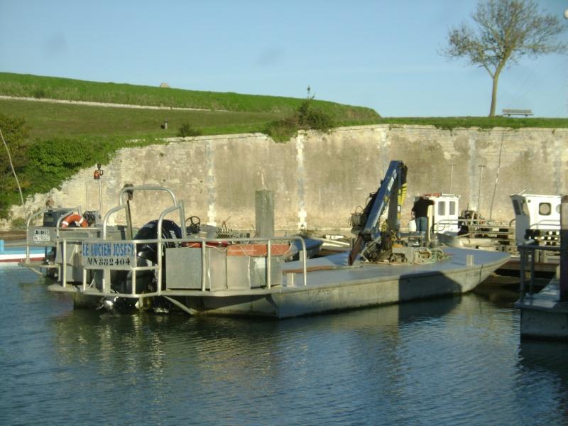 Barge , Chaland , Plate , Ponton et Lasse ostréicole. Dsc06861