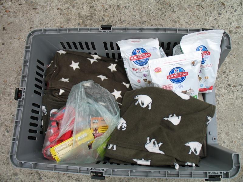 Nourriture, médicaments, jouets, couvertures et divers... Pictur61
