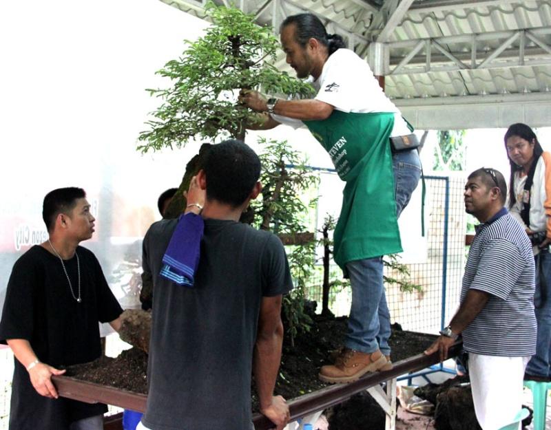 Robert's Demo in Manila 812