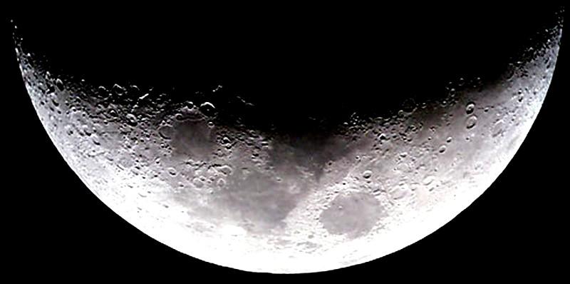la lune est-elle artificielle? - Page 4 Moon_a10
