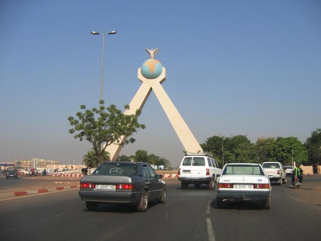 [MALI] - Les monuments sur les ronds-points de Bamako - Page 2 A2-41410