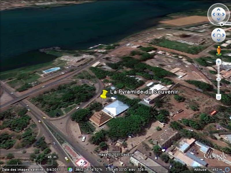[MALI] - Les monuments sur les ronds-points de Bamako - Page 2 C1-pyr10