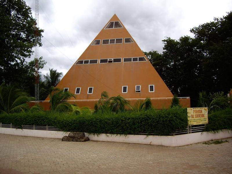 [MALI] - Les monuments sur les ronds-points de Bamako - Page 2 C2-71810