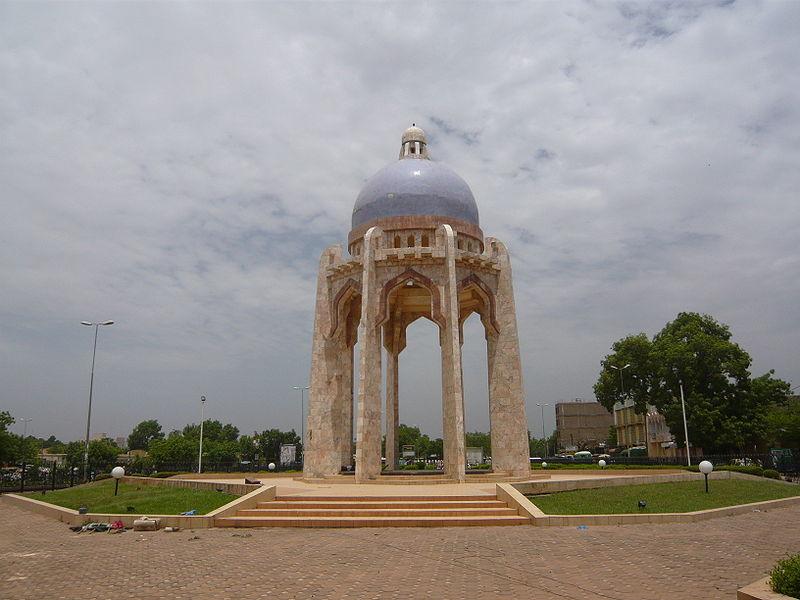 [MALI] - Les monuments sur les ronds-points de Bamako - Page 2 H2-mon10