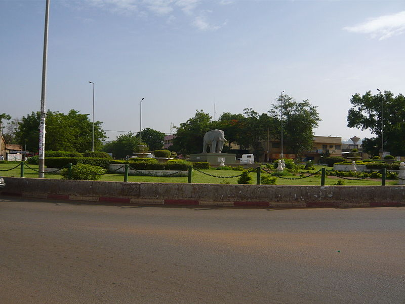 [MALI] - Les monuments sur les ronds-points de Bamako - Page 2 I2-ele10