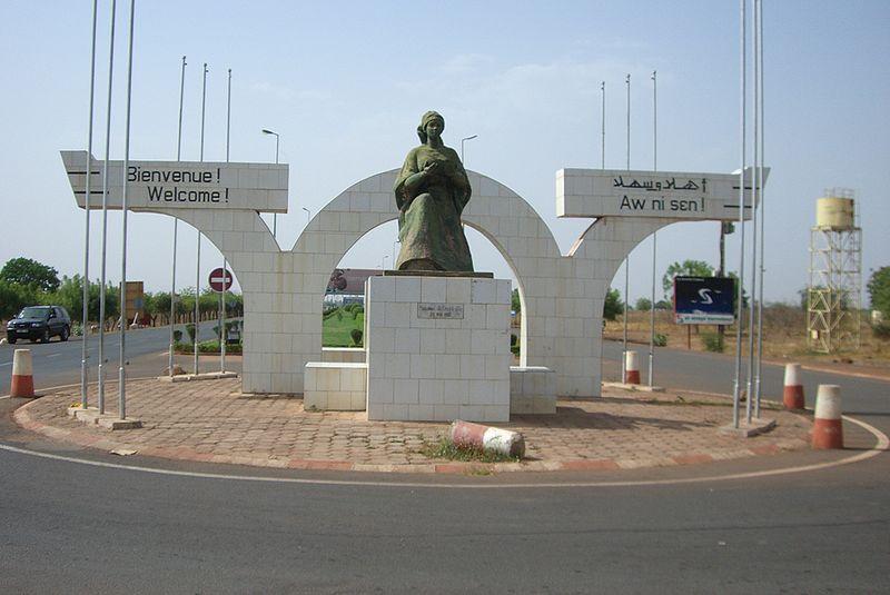 [MALI] - Les monuments sur les ronds-points de Bamako - Page 2 J2-hos10
