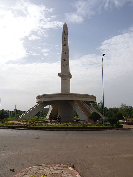 [MALI] - Les monuments sur les ronds-points de Bamako Jj2_ob10