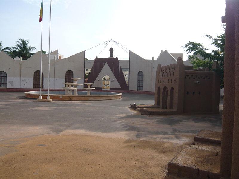 [MALI] - Les monuments sur les ronds-points de Bamako - Page 2 N2_kei10