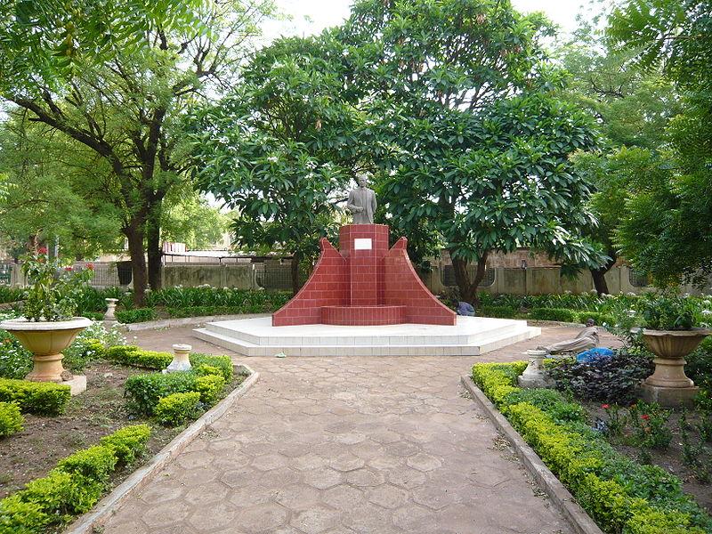 [MALI] - Les monuments sur les ronds-points de Bamako - Page 2 R2-cou10