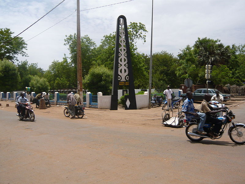 [MALI] - Les monuments sur les ronds-points de Bamako - Page 2 S2-mar10