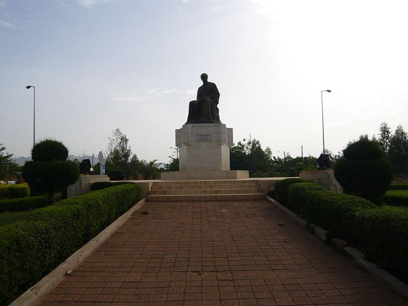 [MALI] - Les monuments sur les ronds-points de Bamako - Page 2 T2-nkr10