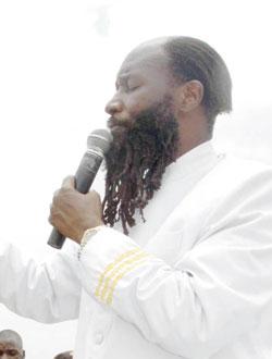 El profeta Davis Owuor Prophe10