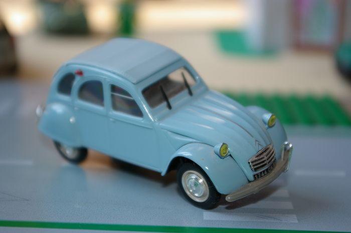 03 - Citroën ( Les Anciennes Avant 1990 )  2cv_az11
