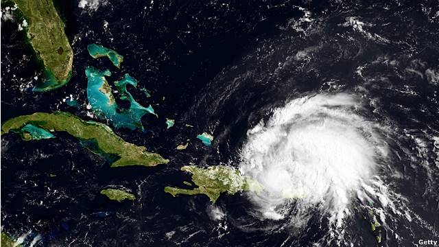 Huracán Irene continúa su paso a través del Caribe 11082212