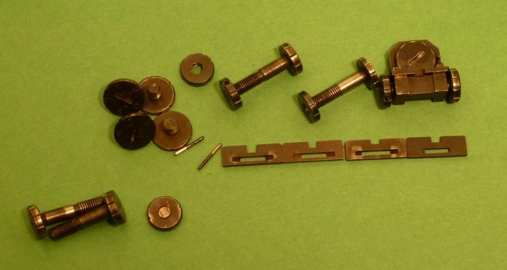 Giles bulleye pistols  Giles_12