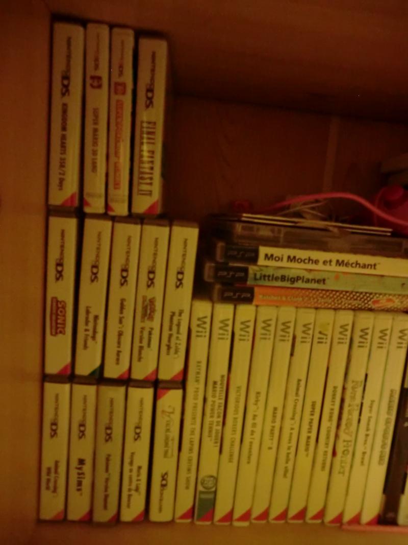 Votre collection d'objet personnel ( Manga, jeux, etc ... ). Cimg0111