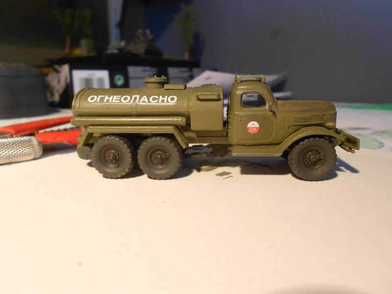 ZIL-157 fuel truck (Trumpeter 1/72) Dscn0950