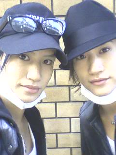 Let's play the which one is Shinpei (Hikaru) game! - Page 2 2shy11