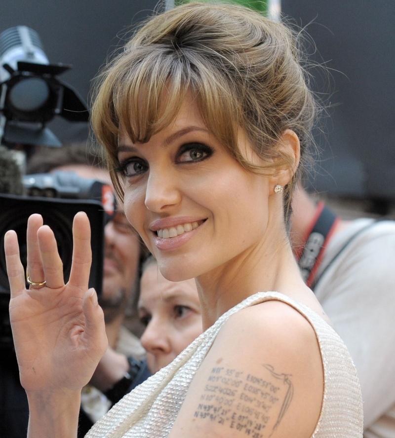 Angelina Jolie Ajolie10