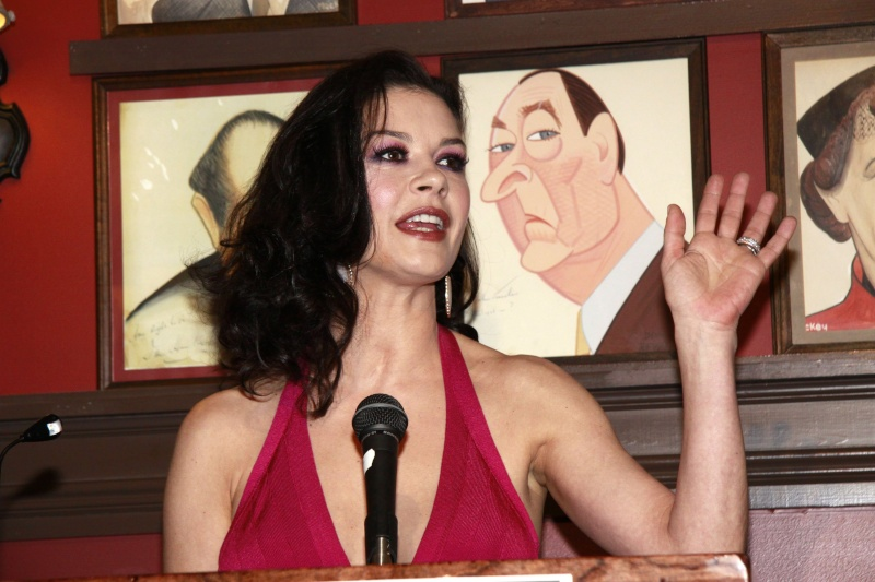 Katherine Zeta Jones - Any hand marks for Bipolar Disorder? - Page 2 Kgmpk810