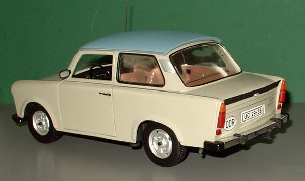 Trabant 601 in 1:18 von Sun Star Trab0111