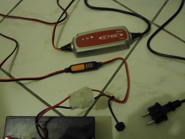 Le chargeur  CTEK XC 0.8 6V / 800mA pour batterie Anatec ou autre Dsc00216