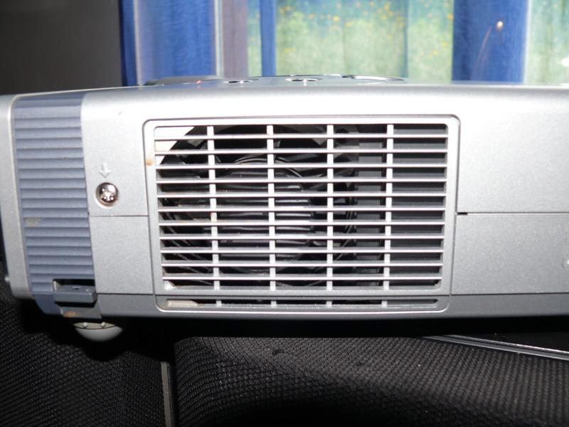 vp PLC-XU56 e rumorosità ventola P1240413