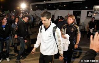وصول اللاعبين إلى ارضية الملعب . Estira11