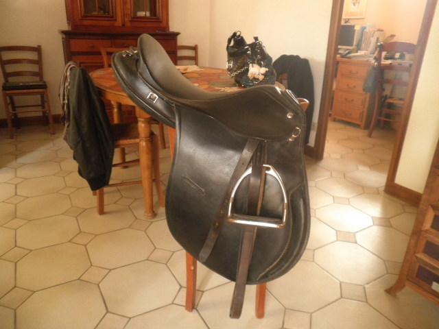 Matos equitation ( selle , tapis , gogue) Pa090018