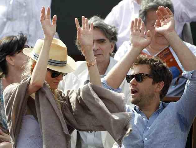 Joshua Jackson (y Diane Kruger) en el torneo de tenis Roland Garros 2012-010