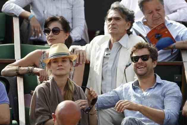Joshua Jackson (y Diane Kruger) en el torneo de tenis Roland Garros 2012-011