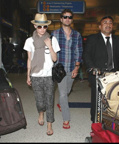 Joshua Jackson y Diane Kruger de vuelta en USA (Junio 2012) 2110
