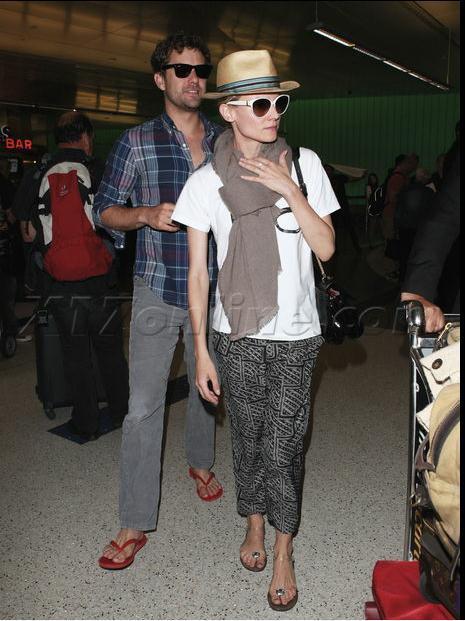 Joshua Jackson y Diane Kruger de vuelta en USA (Junio 2012) 2210