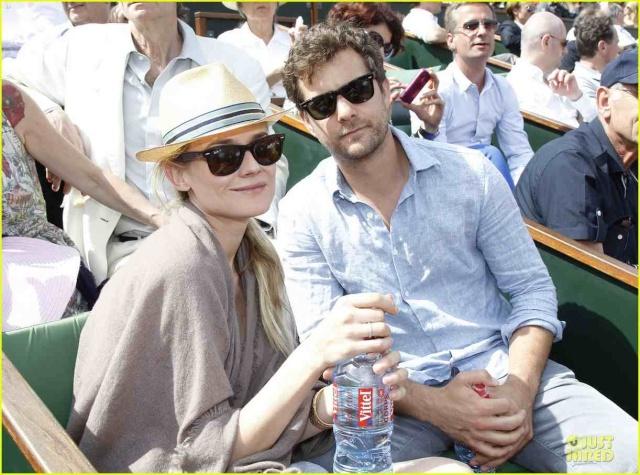 Joshua Jackson (y Diane Kruger) en el torneo de tenis Roland Garros Diane-28