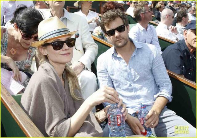 Joshua Jackson (y Diane Kruger) en el torneo de tenis Roland Garros Diane-31