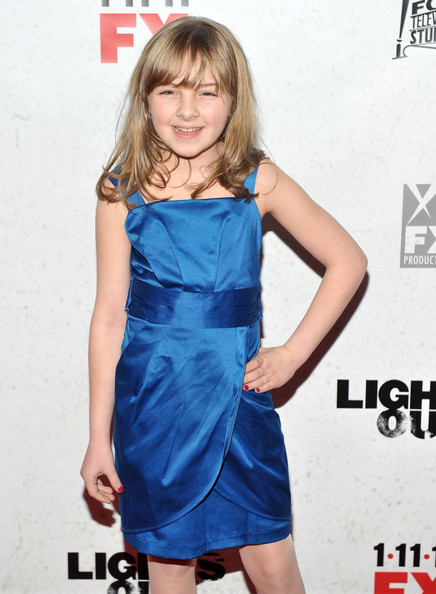Lily Pilblad es Ella Blake Lights10