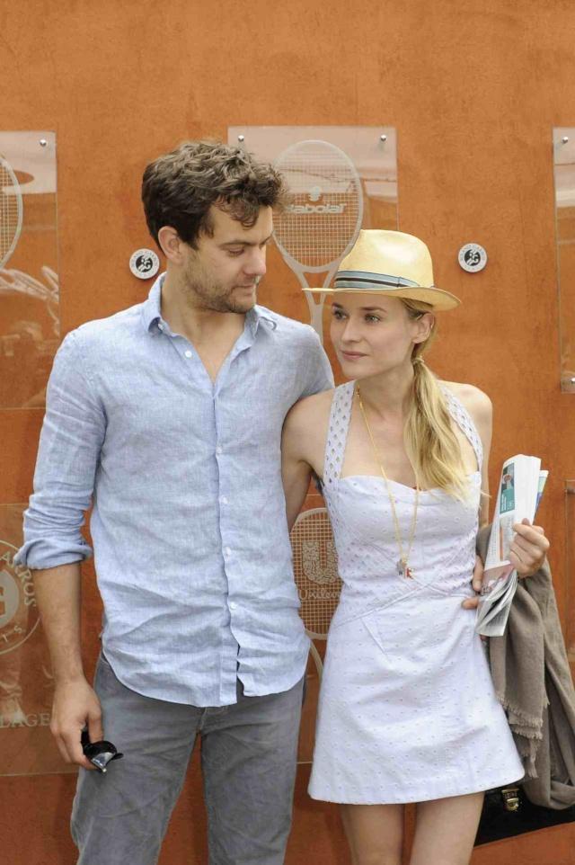 Joshua Jackson (y Diane Kruger) en el torneo de tenis Roland Garros Tumblr38