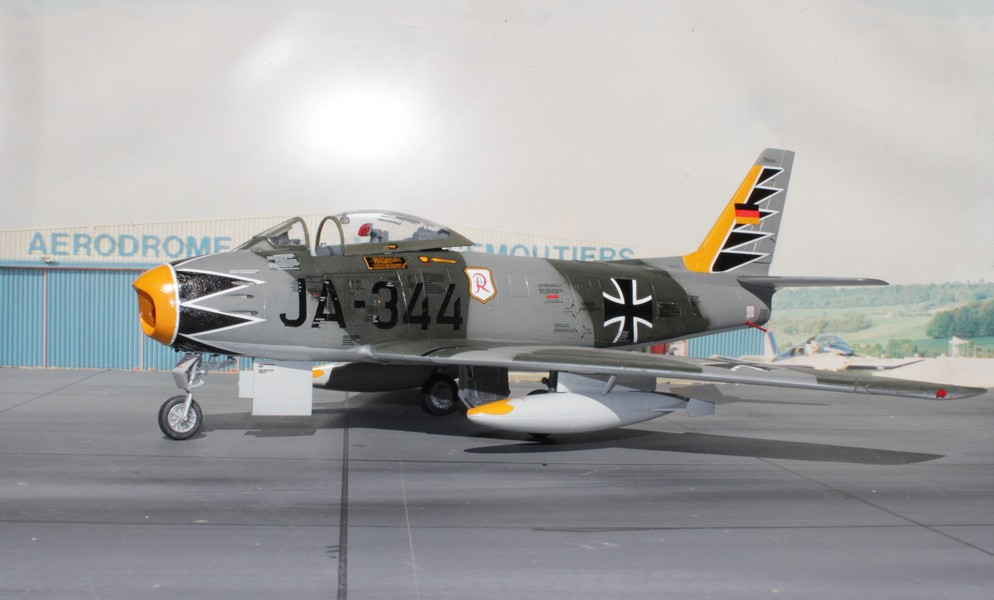NORTH AMERICAN F-86F-40 ou CANADAIR MK VI North_42