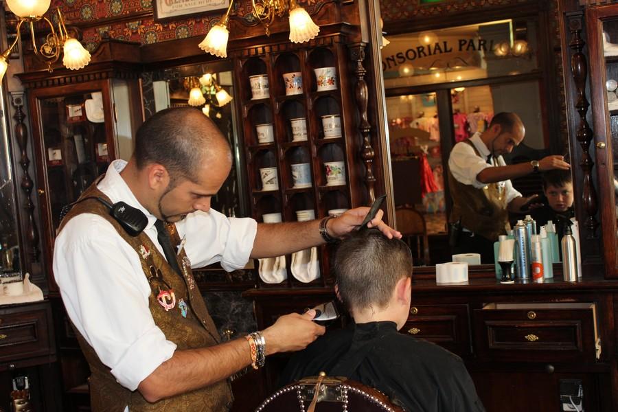 Dapper Dan's Hair Cuts - bientôt Liberty Barber Shop [Main Street, U.S.A. - 1992] - Page 8 435-bi10