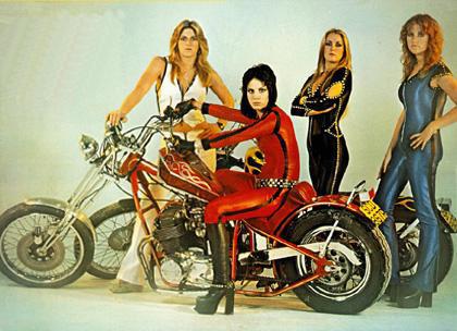 Ils ont posé avec une Harley - Page 2 The_ru10