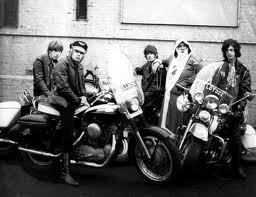 Ils ont posé avec une Harley - Page 5 Yb111