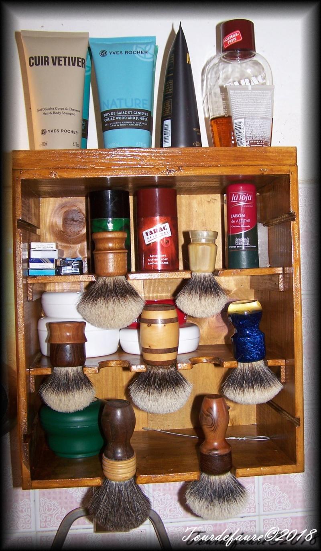 Photos de votre armoire spéciale rasage (ou de la partie réservée au rasage) - Page 27 100_5519