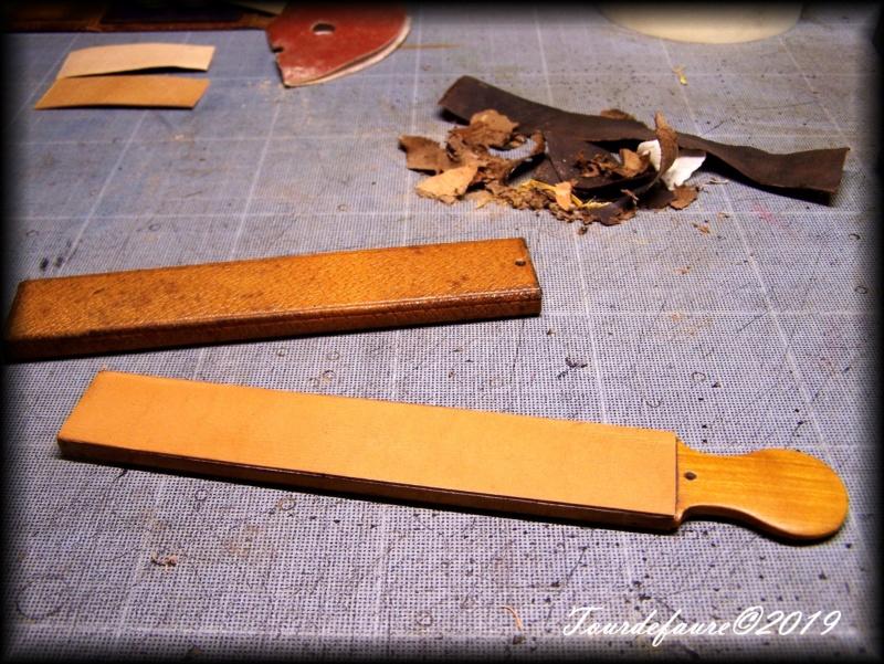 Accessoires en cuir pour le rasage - Page 29 100_6916