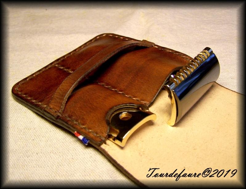 Accessoires en cuir pour le rasage - Page 30 100_7011