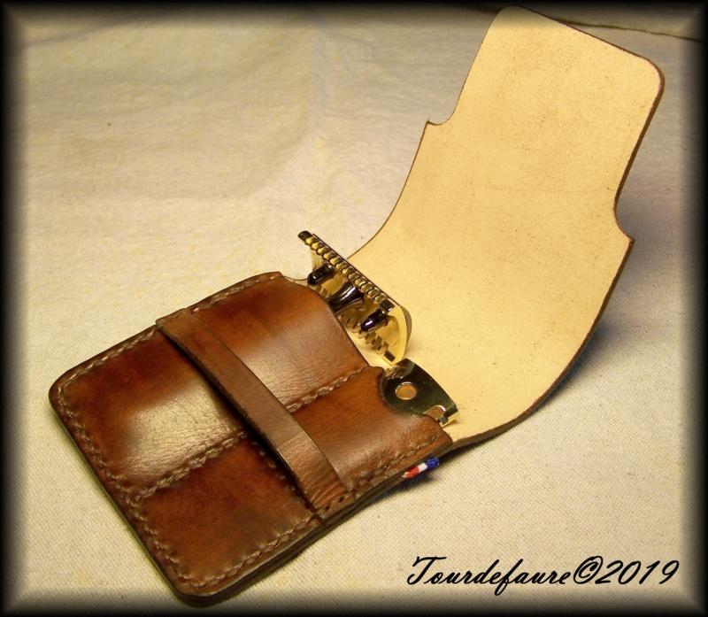 Accessoires en cuir pour le rasage - Page 30 100_7012