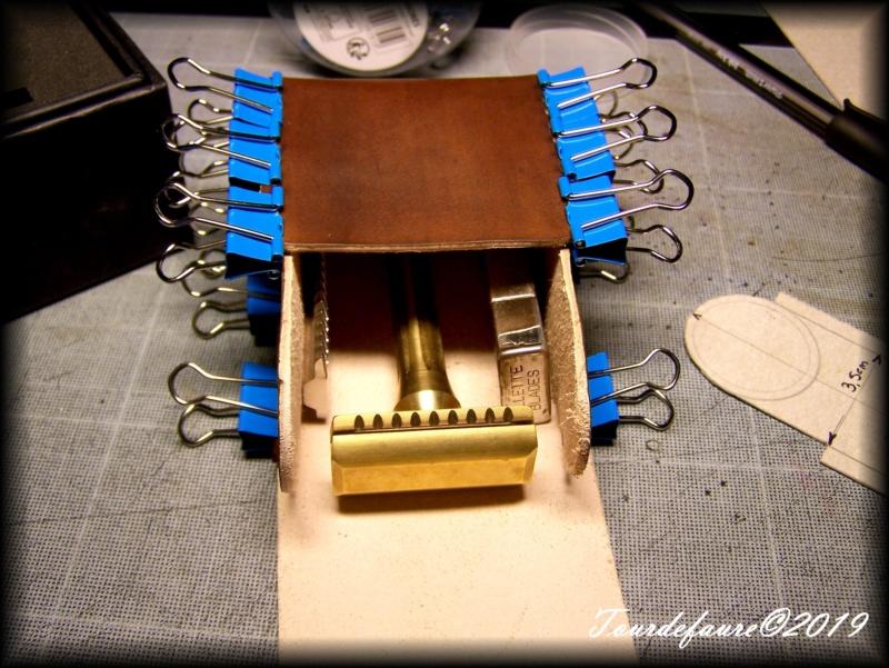 Accessoires en cuir pour le rasage - Page 30 100_7030