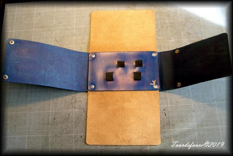 Accessoires en cuir pour le rasage - Page 31 100_7113