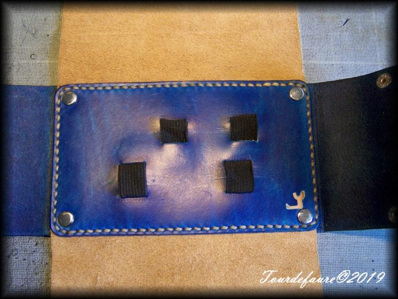 Accessoires en cuir pour le rasage - Page 31 100_7115