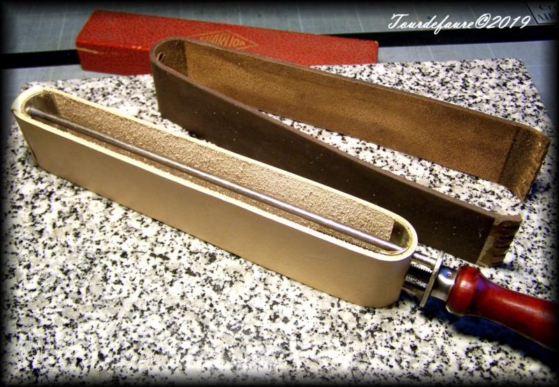 Accessoires en cuir pour le rasage - Page 33 100_7238
